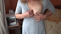 MATURE MOTHER, HAIRY PUSSY, 55 YEARS OLD, IS SHOWN TO HER SON'S FRIENDS TO MASTURBATE AND FILL HER WITH MILK - ARDIENTES69