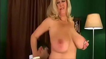 Madurita con joven pide que la folle por el culo