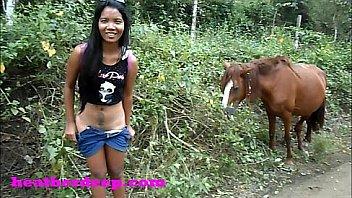(Onlyfans.com/heatherdeep) little tiny asian deepthroating teen throatpie famous queen needs to pee next to horse