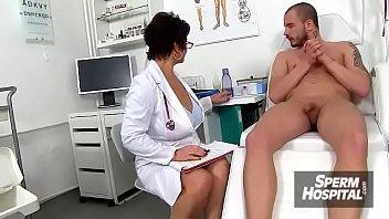 Czech cougar Greta big naturals boobs at handjob sperm clinic